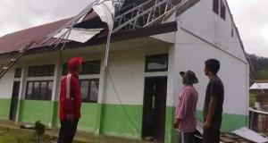 Angin Kencang Hayak 6 Rumah dan 1 Sekolah di Jagong Jeget