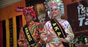 Kartika dan Dedek Duta Wisata Aceh Tengah 2013