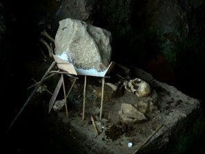 pembuatan cetakan casting terhadap kerangka manusia prasejarah yang telah ditemukan pada penelitian sebelumnya