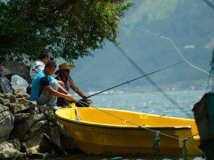 Kapolres Aceh Tengah AKBP Artanto, SIK, juga hadir dan menyemarakkan lomba pancing ikan di Danau Lut Tawar.(LGco-030).