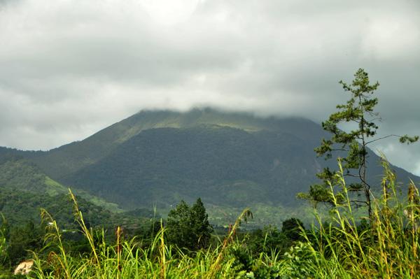 Gunung berapi Burni Telong yang sudah lama tidak aktif diisukan akan meletus seiring terjadinya gempa bumi 2 Juli 2013