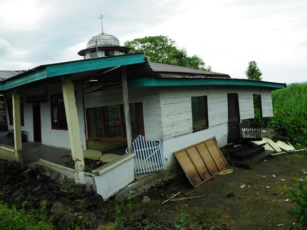 Salah satu bangunan Menasah/Mushalla di Kampung Blang Mancung Kec. Ketol Aceh Tengah (LintasGayo.co : Muna)