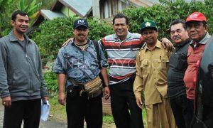 Rombongan Musara Gayo dan TIM dipimpin Hasan Daling di Kampung Daling, Selasa 16 Juli 2013. (Kha A Zaghlul)