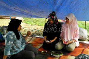 Lepat Gayo dijadikan hidangan di tenda pengunsian. (LGco-Muna)