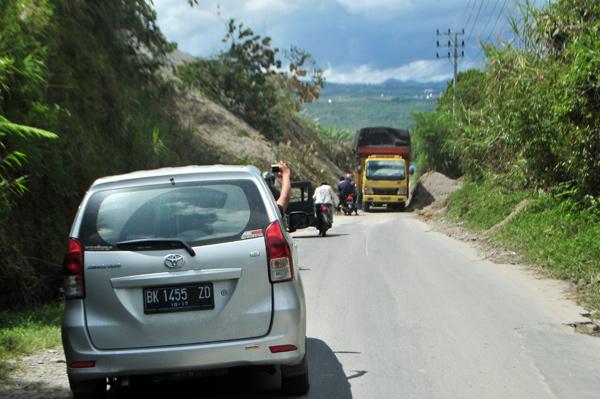 jalan retak di Totor Pemulo Tekong Awas Paya Tumpi Takengon