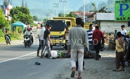 Tabrakan maut di Simpang Kelaping Pegasing, Sabtu 13 Juli 2013. (Kha A Zaghlul)