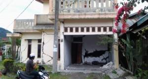 Takut Gempa, Warga tak Berani Tidur di Dalam Rumah