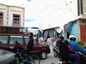 Warga Panik dan sesaki simpang jalan ke RSU Datu Beru pascagempa.(LGco-Khalisuddin)