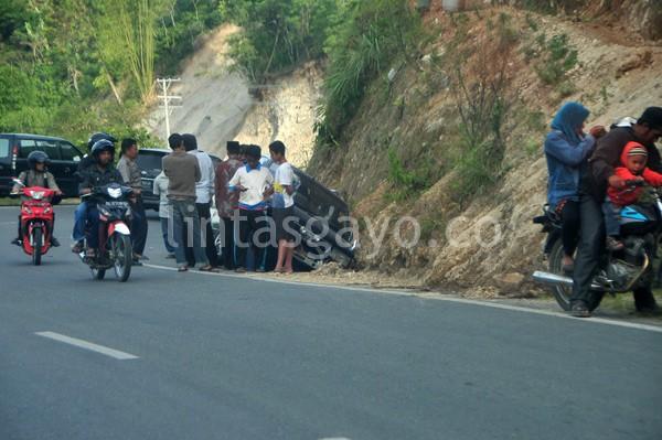 Mobil tergelincir di Singah Mata Takengon, Sabtu 27 Juli 2013. (Kha A Zaghlul)