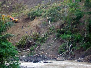 Proses lanjutan evakuasi 4 orang anak yang hilang terkena longsor (LGco- Alzikri)