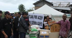 PWI Aceh Salurkan Bantu Korban Gempa Gayo di Simpang Juli
