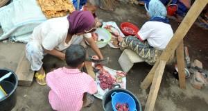 Megang, Daging dan Ayam Laris Manis di Pasar Jagong Jeget
