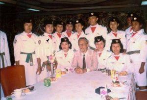 Siti Hajar Bersama Anggota Paskibraka 1988 dan Menteri P&K Fuad Hasan. (doc. Siti Hajar)
