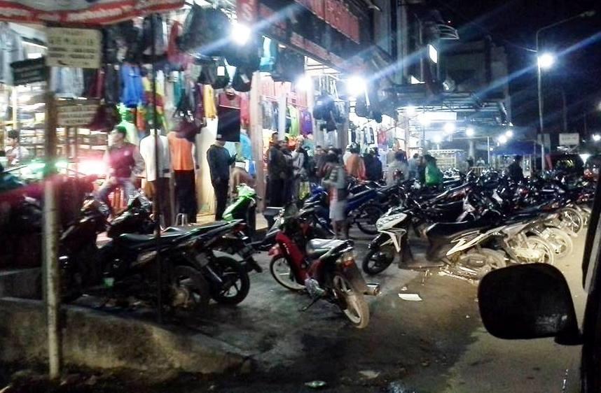 Warga padati toko pakaian di jalan Lintang Takengon.