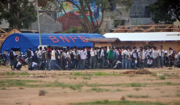 Ratusan siswa mengikuti apel pagi. (Win Aman)