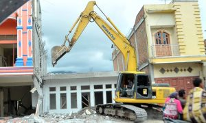 Ilustrasi pengancuran bangunan rusak akibat gempa Gayo, 2 Juli 2013.(Kha A Zaghlul)