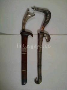 Luju \ senjata khas Gayo yang terbuat dari perak dan bermotif kerawang Gayo