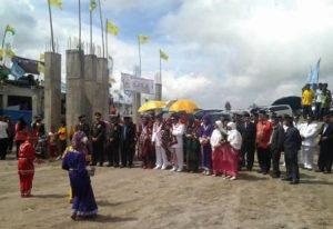 Tarian penyambutan Bupati Bener Meriah dan rombongan di lapangan Sengeda Bener Meriah. (LGco-Ihwan)