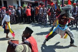 Atraksi kuda lumping dari Atu Lintang meriahkan peresmian posko KPPA Dapil IV Aceh. (LGco-Windjanur)