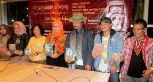 Penonton sesaki Teater TIM Jakarta di pementasan dan peluncuran 5 Buku Antologi Puisi