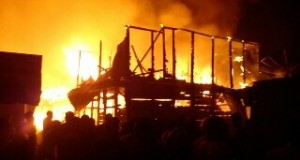 Satu unit mobil membawa BBM eceran terbakar di Pegasing