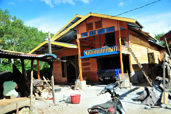 Satu unit rumah korban gempa terlihat artistik dengan konstruksi kayu di Kecamatan Ketol. (LGco_Kha A Zaghlul)