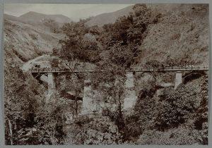 Jembatan Enang-enang yang selesai tahun 1911. (sumber : media-kitlv.nl)