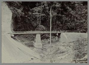 Jembatan Tenge Besi. (sumber : media-kitlv.nl)