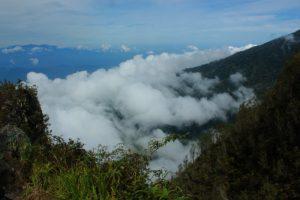 Awan dibawah puncak BurniTelong. (Okta Bina)