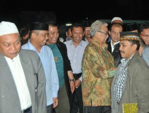 Doto Zaini bersama sejumlah politisi yang duduk di DPRK Aceh Tengah periode 2014-2019. (LGco_Khalis)