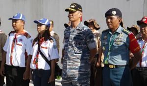 Mewakili peserta KPN untuk dikalungi di Kupang (Nusa Tenggara Timur)