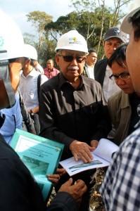 Gubernur mengecek perencanaan pembangunan jalan di tangsaran