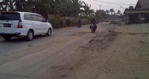 Jalan Atma Asnawi rusak parah