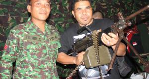 Pahlawan pergi tanpa uang dan senjata
