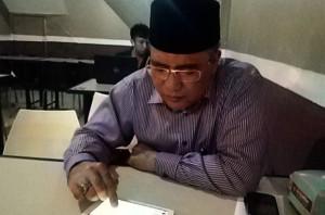 Bupati Aceh Tengah, Nasaruddin, memanfaatkan grup Facebook sebagai media rapat jarak jauh. (LGco_Muhammad Syukri)