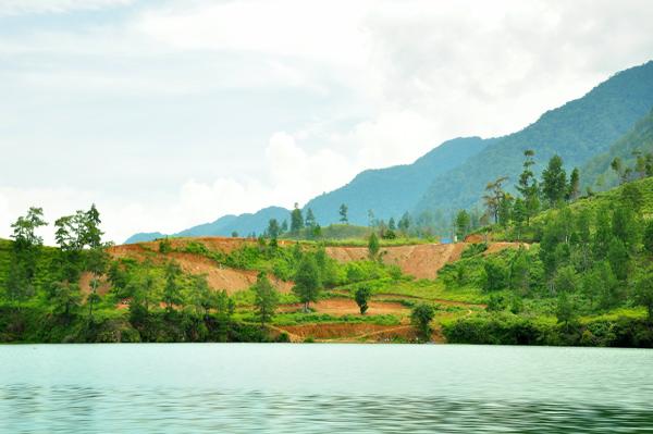 Penggalian tanah di lokasi wisata, kawasan Ujung Peninyon - Nosar