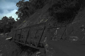 Foto error di jembatan Tangsaran dengan hasil gelap yang diedit dengan hanya menaikkan cahaya. (LGco_Khalis)