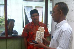 Ir. Abdul Mulqu, menjelaskan tentang budidaya Jamur Tiram.