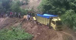 Longsor di Titi Maut, Lintas Blangkejeren-Kutacane Macet