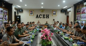 Irdam IM Bersama Wakapolda Aceh Dengarkan Arahan Presiden Melalui Video Conference