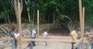 Warga Bangun Monumen dr. Fauziah di Gampong Cot Kruet Peudada