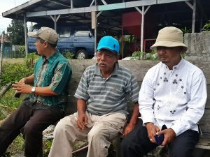 Ir. M. Nur Gaybita, M.Si (tengah), duduk berdampingan dengan Kadis Peternakan dan Perikanan Kab. Aceh Tengah drh. Rahmandi, M.Si (kiri) dan Kabid. Pengembangan Sumberdaya Peternakan dan Perikanan Disnakkan Aceh Tengah, Ir. Zulkifli (kanan)