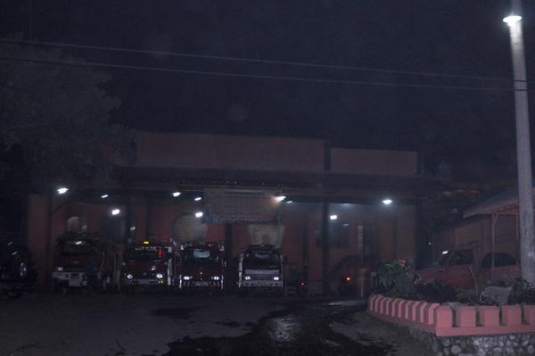 Petugas Damkar bersiaga di malam lebaran