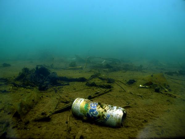 Sampah abadi di dasar Danau Lut Tawar. (LGco_Munawardi)