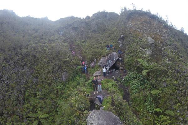 Menuju ke Puncak Burni Telong