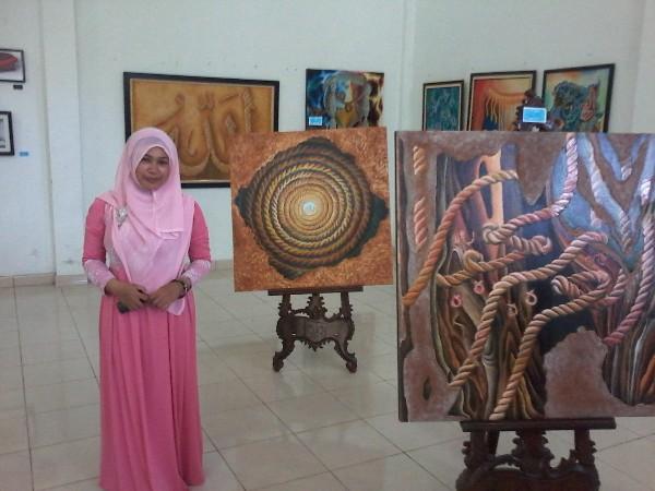 Ermi Daini, Kafilah Aceh Tengah yang tembus final Kaligrafi Kontemporer pada MTQ se Aceh di Nagan Raya. (Ist)