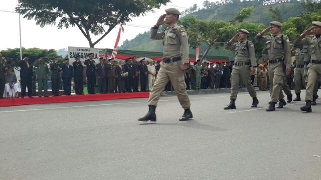 Sejumlah Personel dari Sat Pol PP dan WH Aceh Tengah juga melakukan defile. (Foto : Aris)