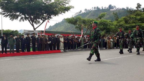 Defile Pasukan TNI. (Foto : Aris)