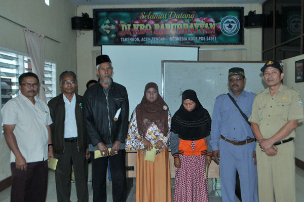 Ahli waris anggota KBQ Baburrayyan usai menerima Dana Abadi Ummat Fairtrade Premium.