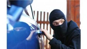 Ilustrasi Pencurian Uang di Mobil